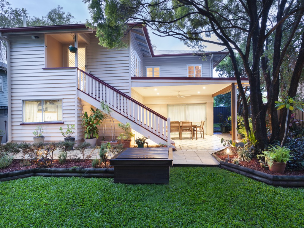 Stylish Australian home at dusk