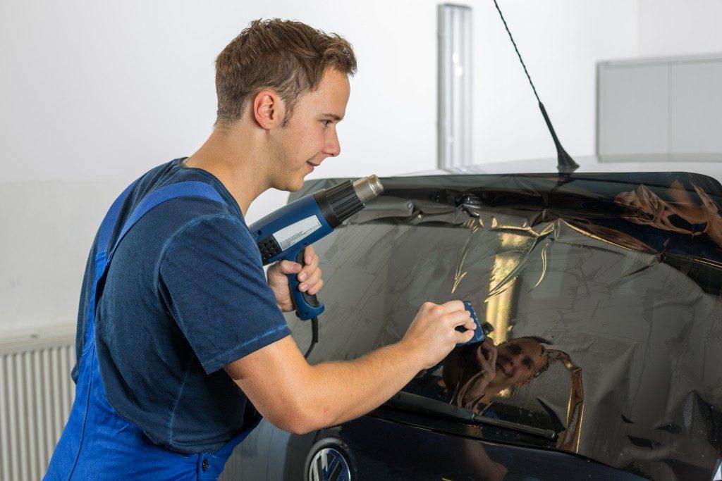 installing car tint film