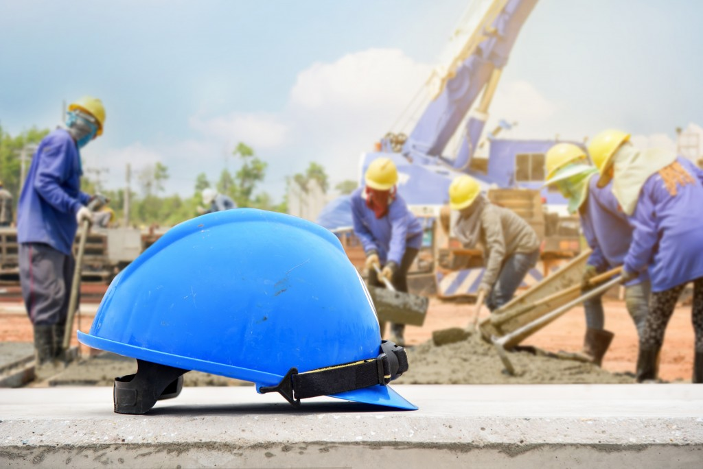 Construction helmet for safety in construction sites