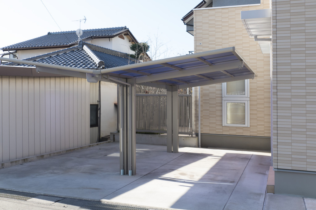 carport beside house